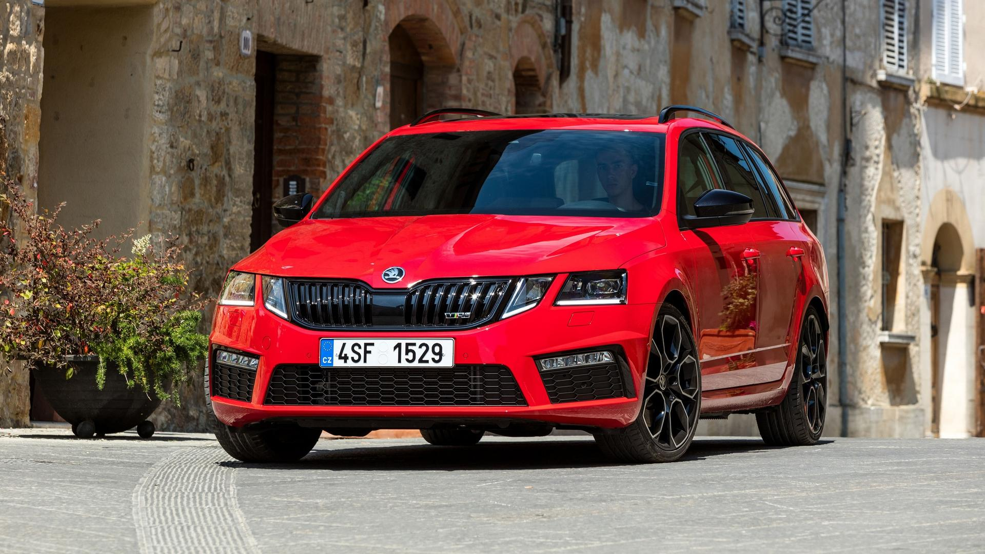 skoda octavia rs 245 shows its sporty side in new images videos. Black Bedroom Furniture Sets. Home Design Ideas