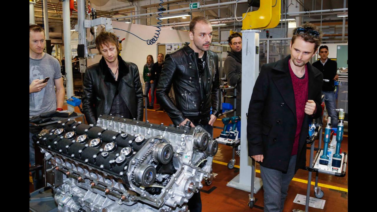 I Muse in visita da Lamborghini