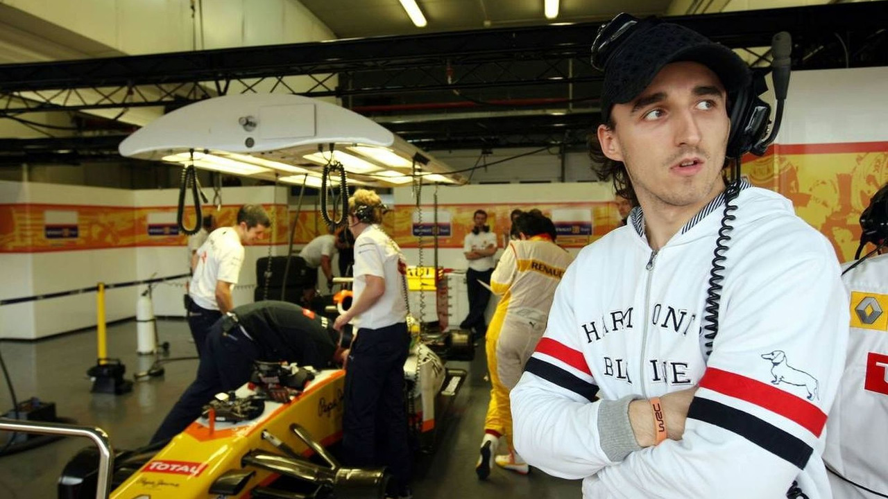 Robert Kubica (POL) in the Renault F1 Team garage, Formula 1 Testing, 02.12.2009 Jerez, Spain