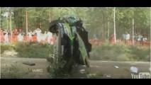 VÍDEO: Acidente incrível em rally na Finlândia - Carro capotou seis vezes