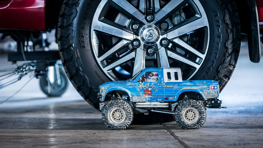 ¿Cuántos coches de R/C necesitas para tirar de un Jeep Grand Cherokee?