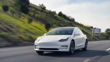 Egyetlen töltéssel 830 kilométert mentek egy Tesla Model 3-mal