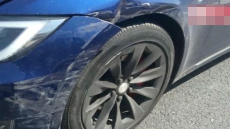 Çin'de yaşanan Autopilot bağlantılı kaza araç içi kameraya yansıdı