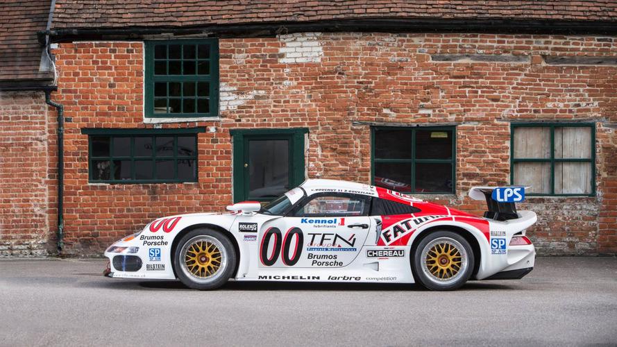 VIDÉO - La Porsche 911 GT1 de route en action