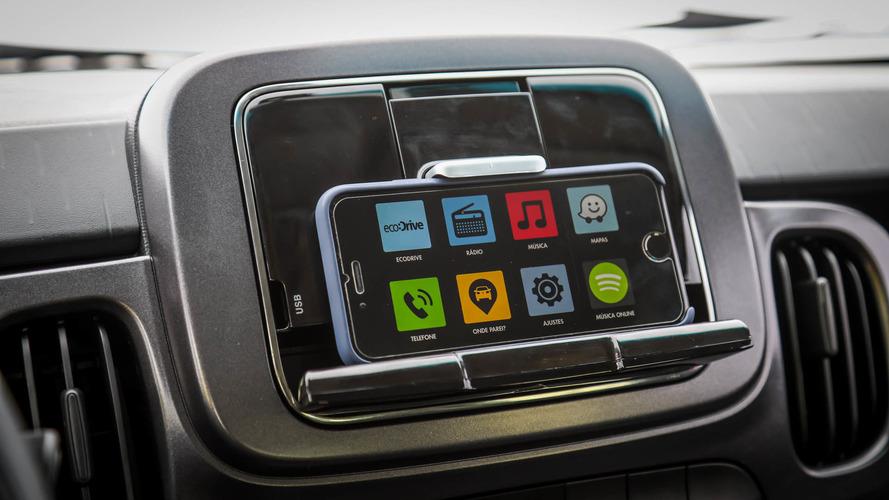 Vídeo - Testamos o Fiat Live On, sistema multimídia do Mobi