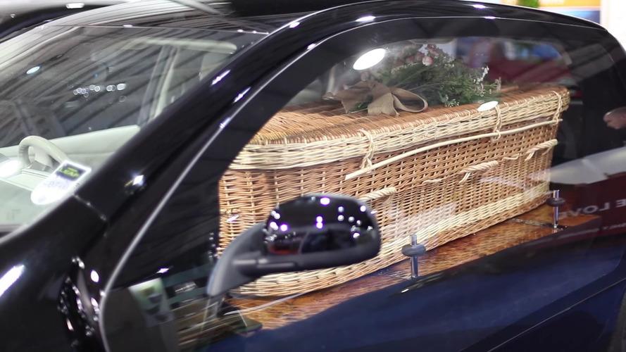 Çevrecilere özel cenaze aracı!