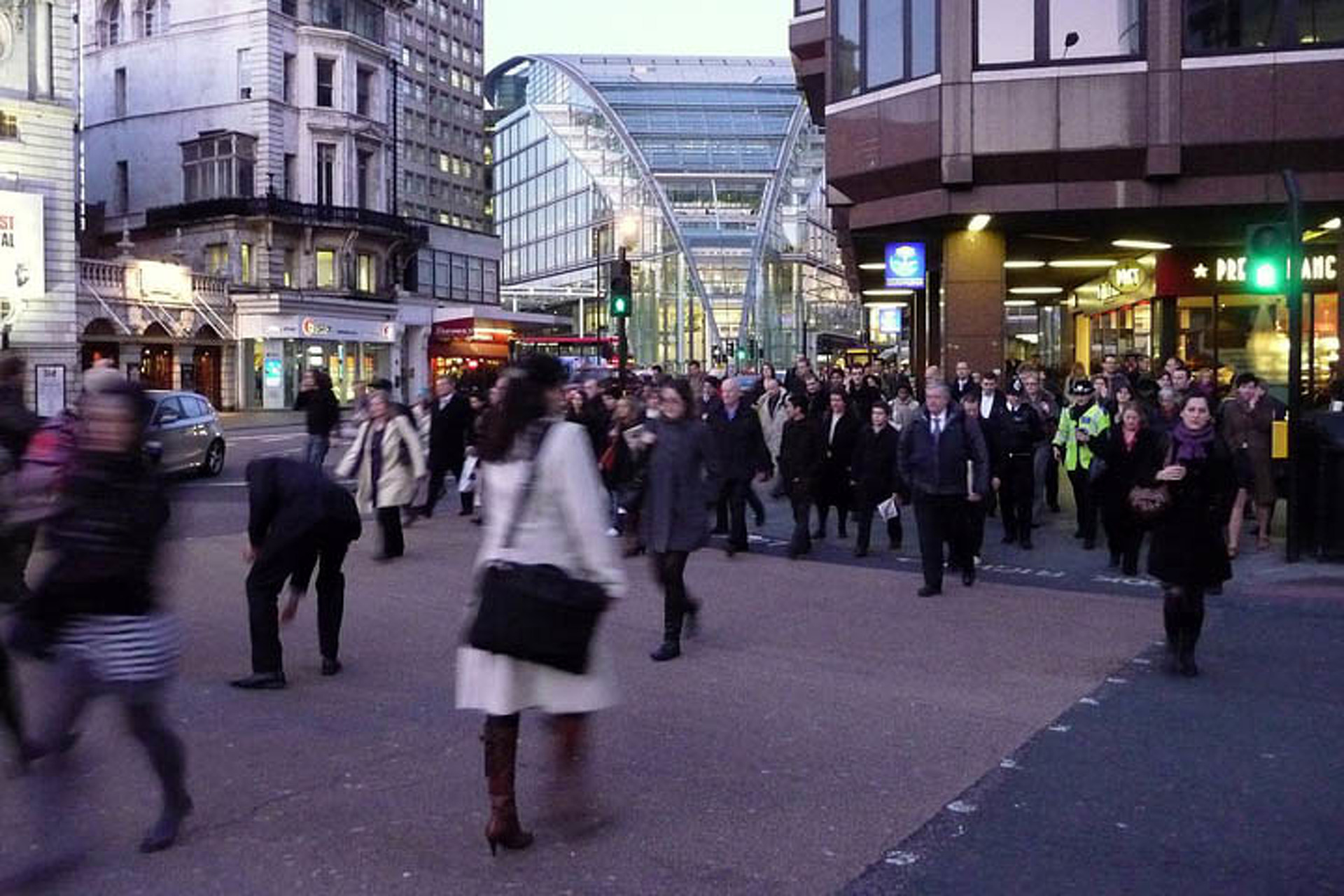 UK To Lengthen Red Lights For Pedestrian Safety