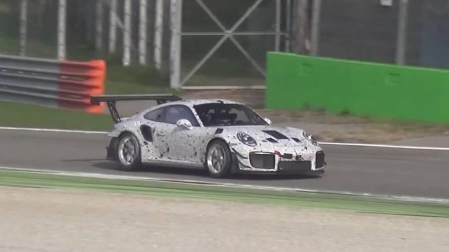 Büyük arka kanatlı bu Porsche 911 prototip oldukça gizemli