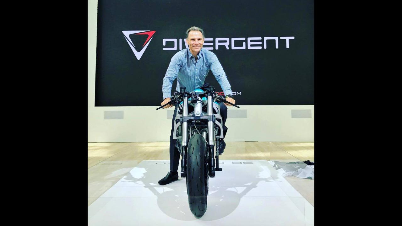 Divergent 3D Dagger