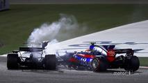 Carlos Sainz Jr., Scuderia Toro Rosso STR12, collides with Lance Stroll, Williams FW40