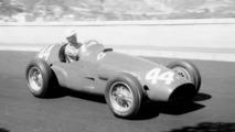 Maurice Trintignant - Maurice Trintignant comenzó su carrera poco antes del inicio de la Segunda Guerra Mundial. Compitió en las 24 horas de Le Mans en 1950 y ganó en 1954 para Ferrari, con José Froilán González .  Photo by: LAT Images