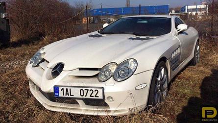 Une Mercedes SLR McLaren abandonnée depuis six ans sur un parking