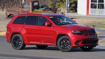 Jeep Grand Cherokee Trackhawk spy photo
