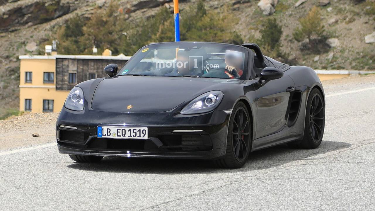 porsche 718 boxster spyder caught cruising with the top down. Black Bedroom Furniture Sets. Home Design Ideas