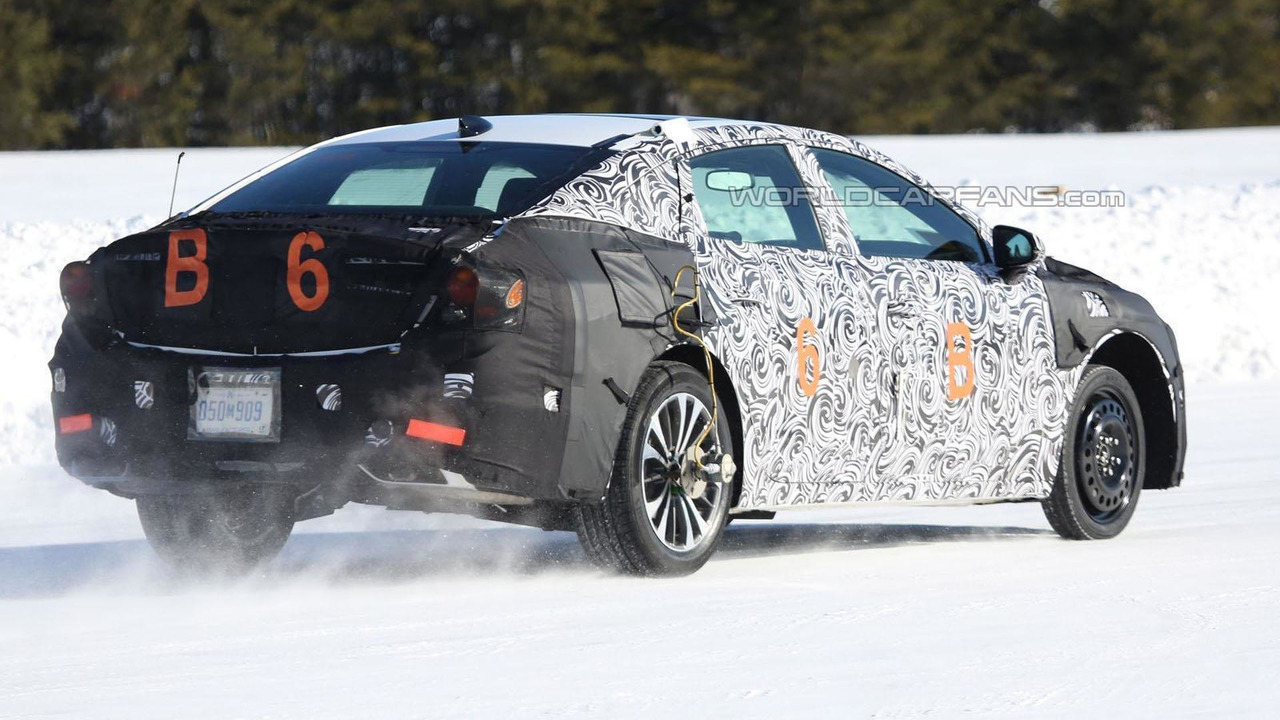 2016 Buick LaCrosse spy photo