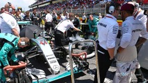 (L to R): Peter Bonnington, Mercedes AMG F1 Race Engineer with Lewis Hamilton, Mercedes AMG F1 on the grid