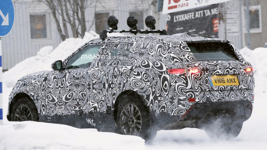 Range Rover Sport Coupe caught hiding arched back