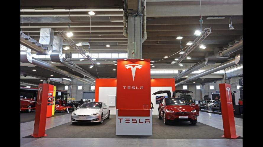Tesla a Verona Legend Cars, l'elettrico è già