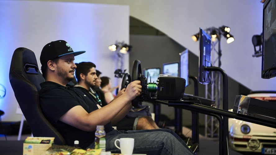Gamers play Forza Motorsport 6 for 48 hours, set world record
