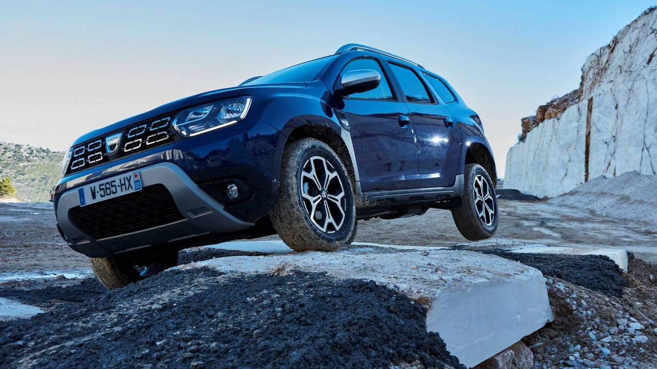 2018 dacia duster see the changes side by side. Black Bedroom Furniture Sets. Home Design Ideas