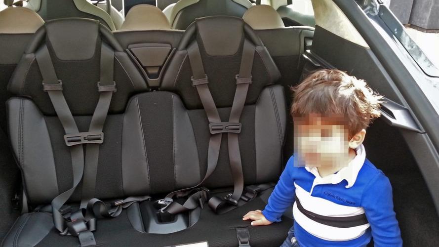 Motorista de Tesla Model S é confundido com sequestrador de crianças