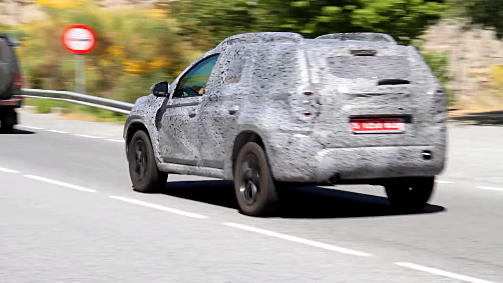 2018 dacia duster first spy video pops up for Interieur duster 2018