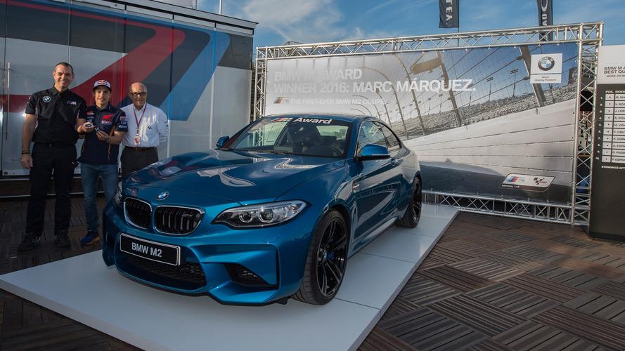 Marc Márquez reçoit sa BMW M2 à Valence
