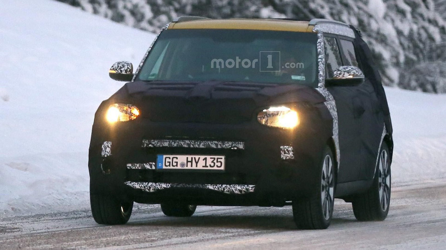 2017 Kia Soul spied with a new front fascia