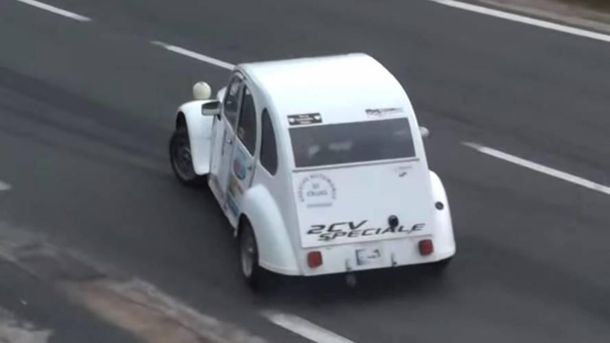 La Citroën 2 CV, reine du drift