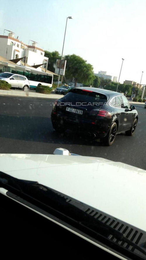 Porsche Macan Turbo seen in Dubai hiding only its head/taillights [video]