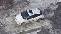 Ford Focus Buzlu Yolda Mahsur Kaldı