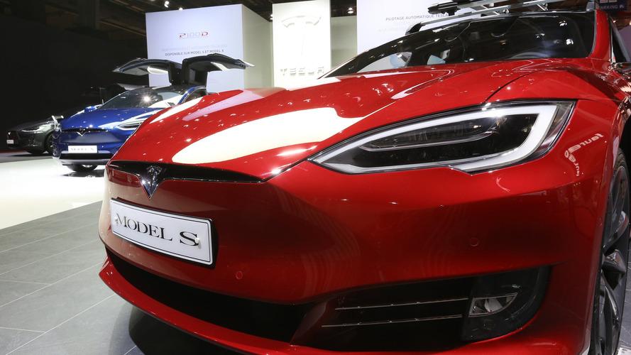 Sans réseau, il se retrouvre bloqué en plein désert dans sa Tesla