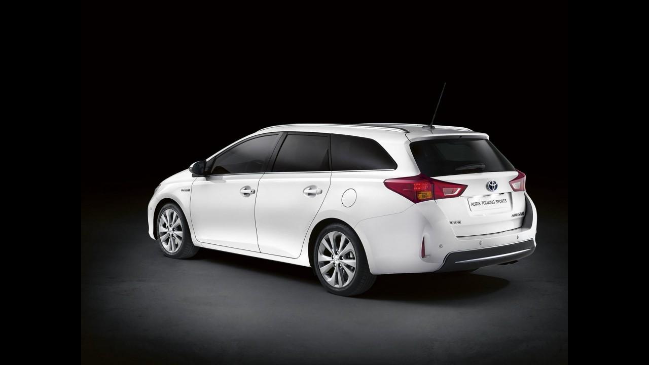 Toyota divulga primeiros detalhes oficiais da perua Auris Touring Sports em Paris