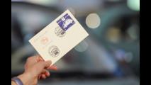 Fiat 500, un francobollo celebra i suoi primi 60 anni