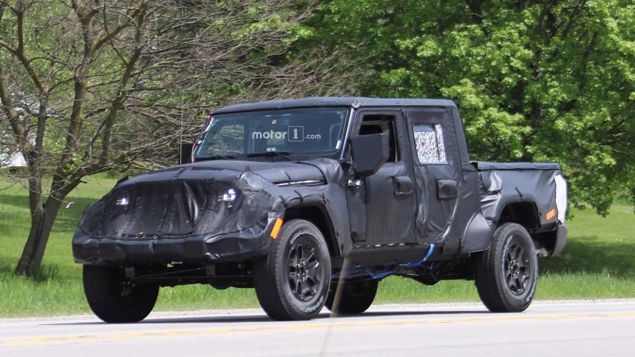 Flagra - Jeep segue testes com inédita picape do Wrangler