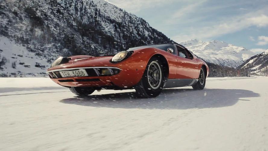 Un Lamborghini Miura se lo pasa de cine en la nieve