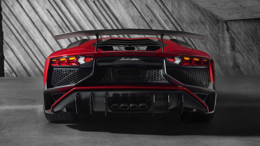 Lamborghini Aventador SV laps Nurburgring in 6:59.73 [on-board video]