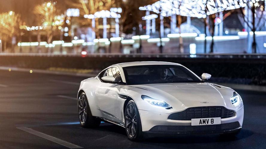 Több mint 300 Aston Martin DB11-et hív vissza a gyártó