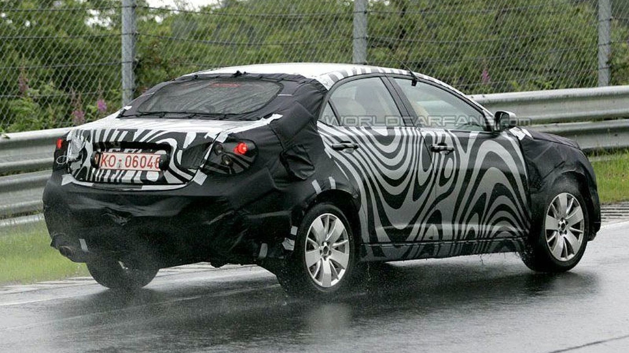 New Roewe 450 Spy Photo