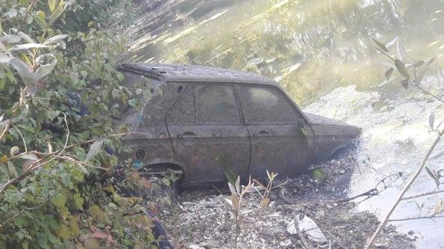 Une Peugeot 104 volée en 1979 surgit des eaux