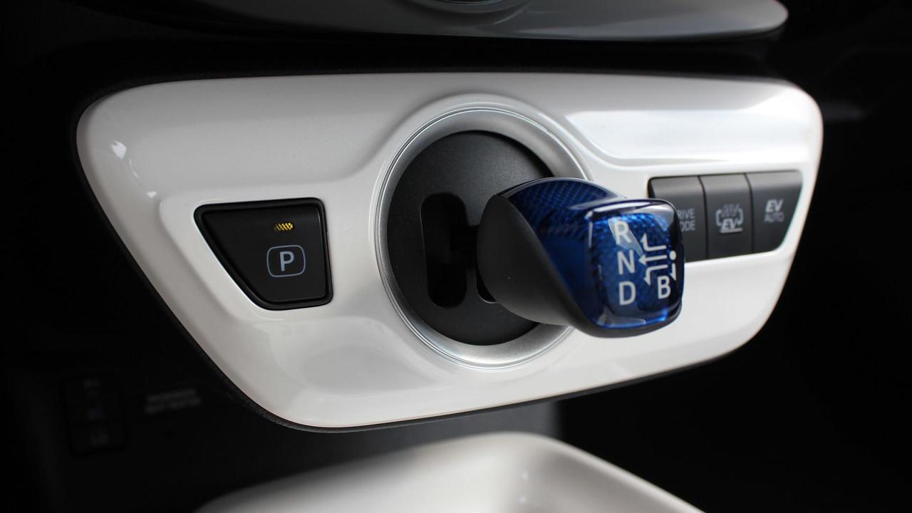 New 2017 Toyota Prius Prime Review Photo