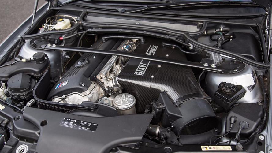 Dört silindili bir BMW M otomobil