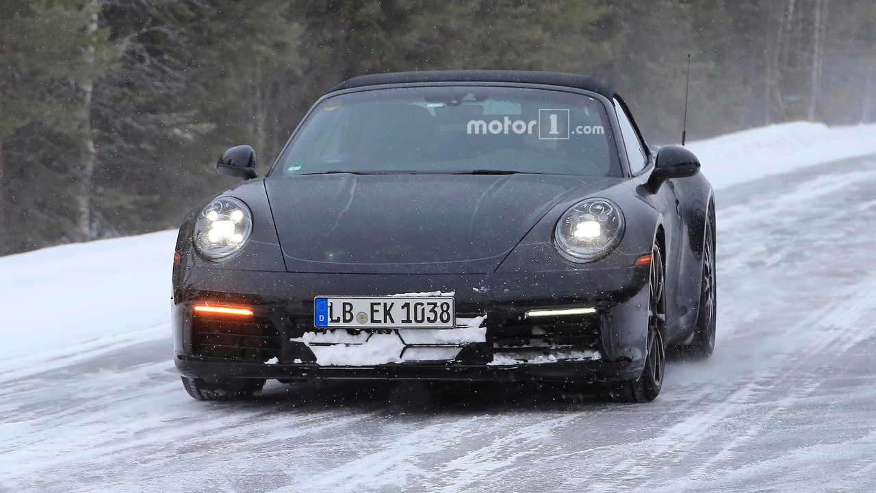 2019 Porsche 911 Cabrio spied looking chilly during snowy ...