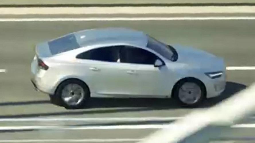 Volvo S40 aparece em vídeo