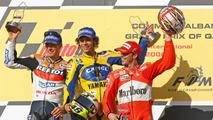 2006, Podio GP de Qatar: ganador de la carrera Valentino Rossi, segundo lugar Nicky Hayden y tercer lugar Loris Capirossi