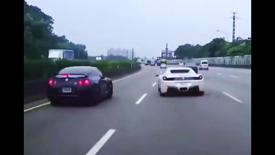 Ferrari 458 provoca acidente de Nissan GT-R em rodovia