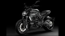 Ducati Diavel fica mais invocada com versão Dark, que chega por R$ 62.900
