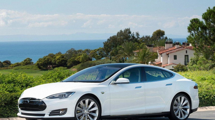 Tesla Model S top speed test, hits 133 mph [video]