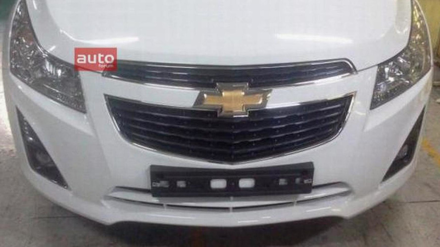 2012 Chevrolet Cruze facelift front fascia spied