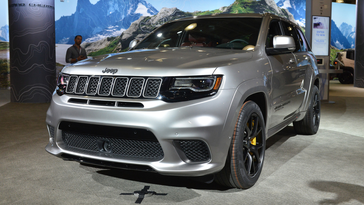 jeep grand cherokee trackhawk offers 707 hp for 85 900. Black Bedroom Furniture Sets. Home Design Ideas
